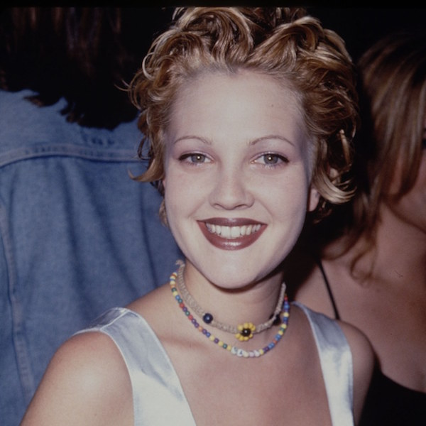 beauty-2015-11-drew-barrymore-thin-eyebrows-90s-2-main