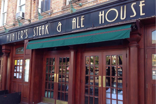 Hunter's Steak & Ale House is a casual classic steakhouse in Brooklyn.