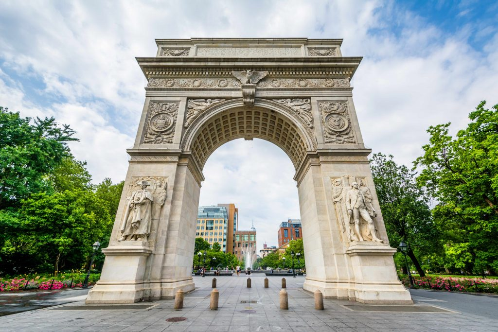 close up of arch in washington square park on 5th avenue